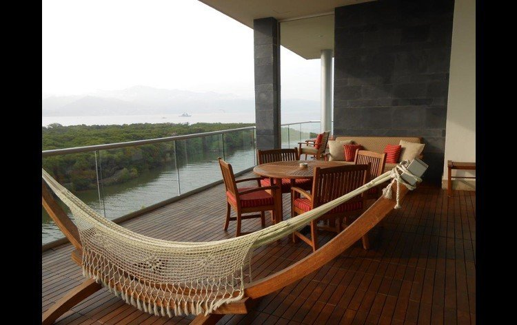 Grand Luxxe Teak Deck and Seating