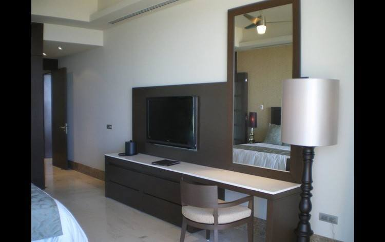 Grand Luxxe Bedroom HDTV